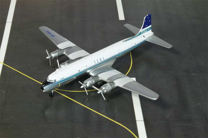 TEAL (Air New Zealand) DC-6B ZK-BGC 1950s Colors (1:400)