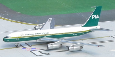 PIA Pakistan International B720B n/c AP-AXM (1:400)