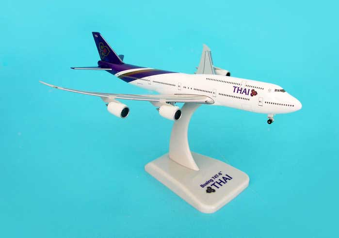 Thai 747-8 With Gear & Stand (1:500)