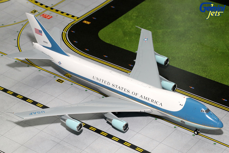 USAF Air Force One B747-200 29000 with Antennas (1:200)