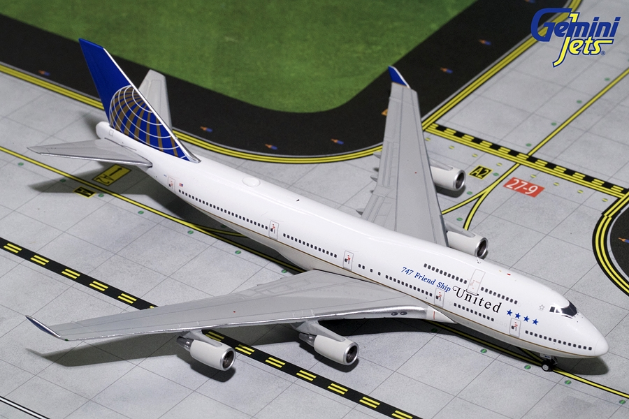 "United Airlines B747-400 ""747 Friendship"" N121UA (1:400) - Preorder item, order now for future delivery"