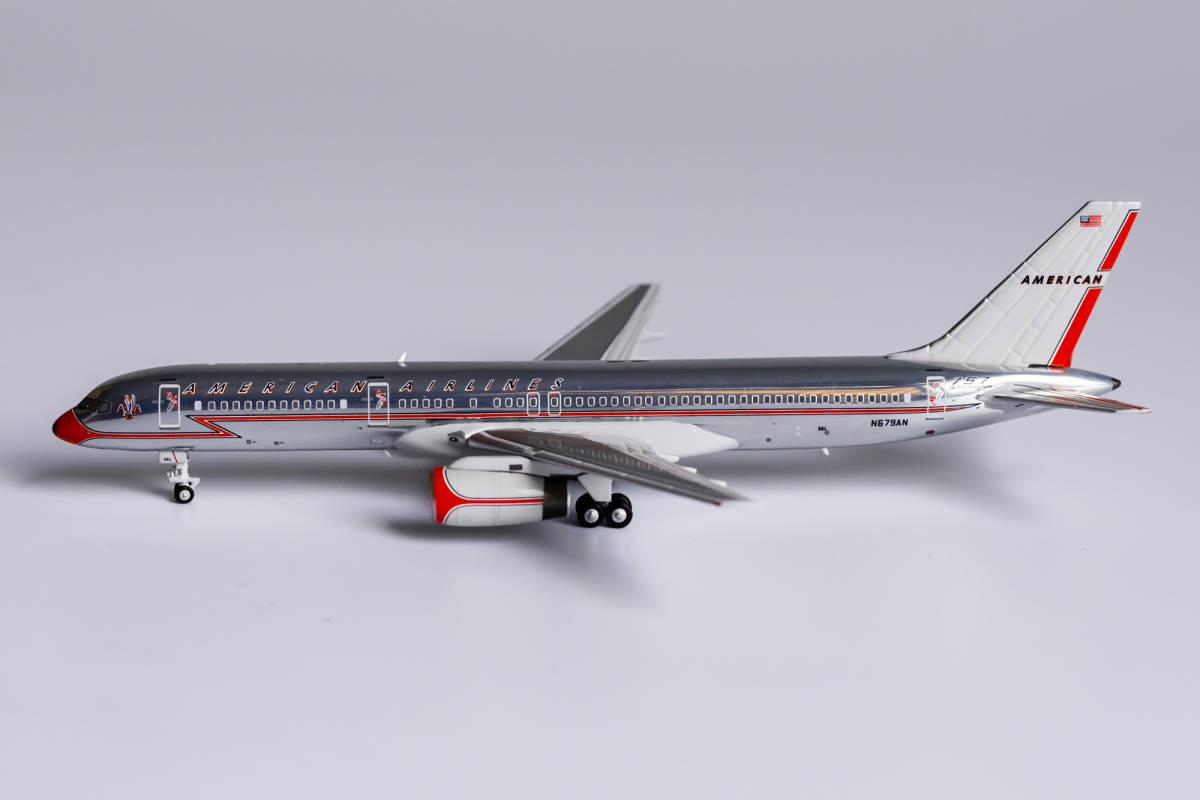 """American Airlines 757-200 N679AN """"757 Jet Flagship""""; Astrojet colors (1:400)"""