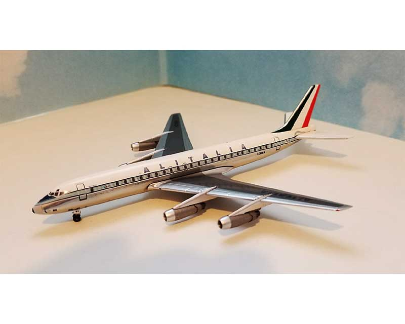 Alitalia DC-8-42 Old Colors with 10 Piece Ground Support Equipment Set I-DIWA (1:400), AeroClassics Models Item Number ACAZA0517