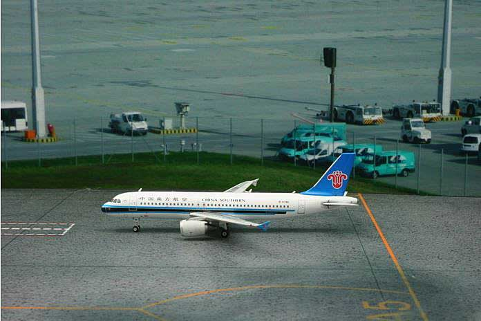 China Southern A320 B-6785 (1:400), Phoenix 1:400 Scale Diecast Aircraft, Item Number PH4CSN1299