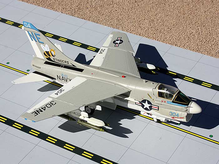 "A-7 Corsair II US Navy ""Stingers"" 304NE (1:72), GeminiAces 72 Diecast Fighters Item Number GAUSN9001"