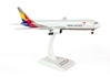 Asiana B767-300 Reg: HL7248 (1:200), Hogan Wings Collectible Airliner Models Item Number HG4517G