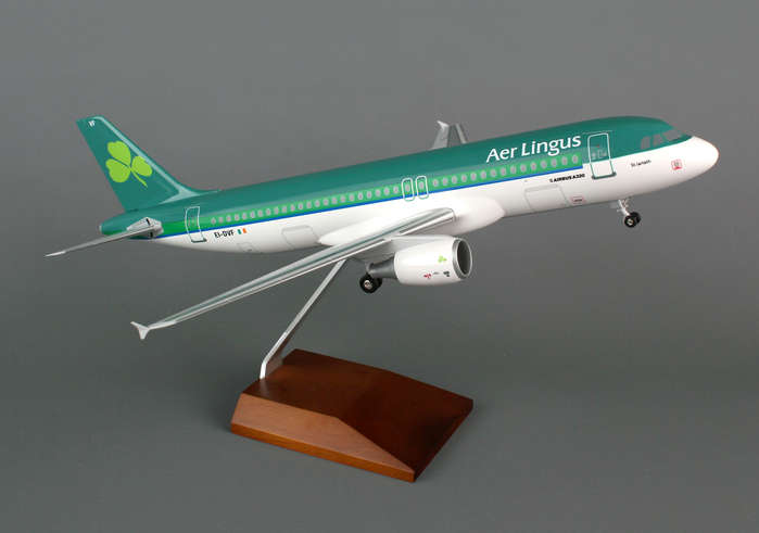 Aer Lingus A320 (1:100) with Wood Stand & Gear, Skymarks Supreme Desktop Aircraft Models Item Number SKR8316