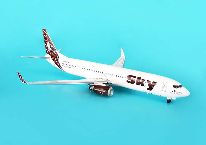 "Sky Airlines 737-900 ""Burgandy Colors"" (1:200), Aviation200 Diecast Airlines Item Number AV2739004"