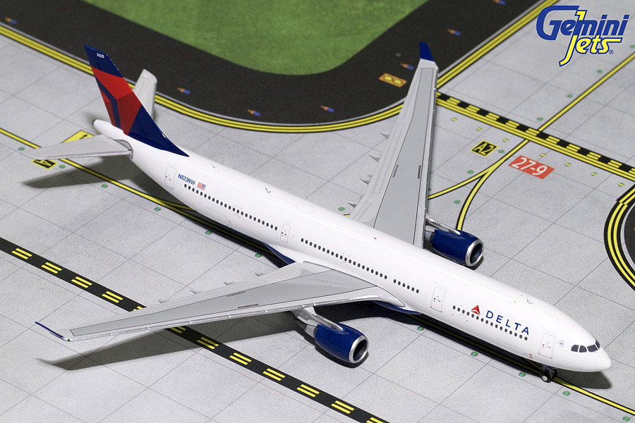 Delta Airlines A330-300 N823NW (1:400)
