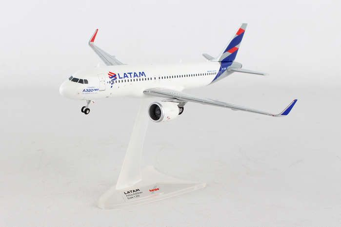 LATAM A320neo PT-TMN (1:200), Herpa 1:200 Scale Diecast Airliners Item Number HE558341