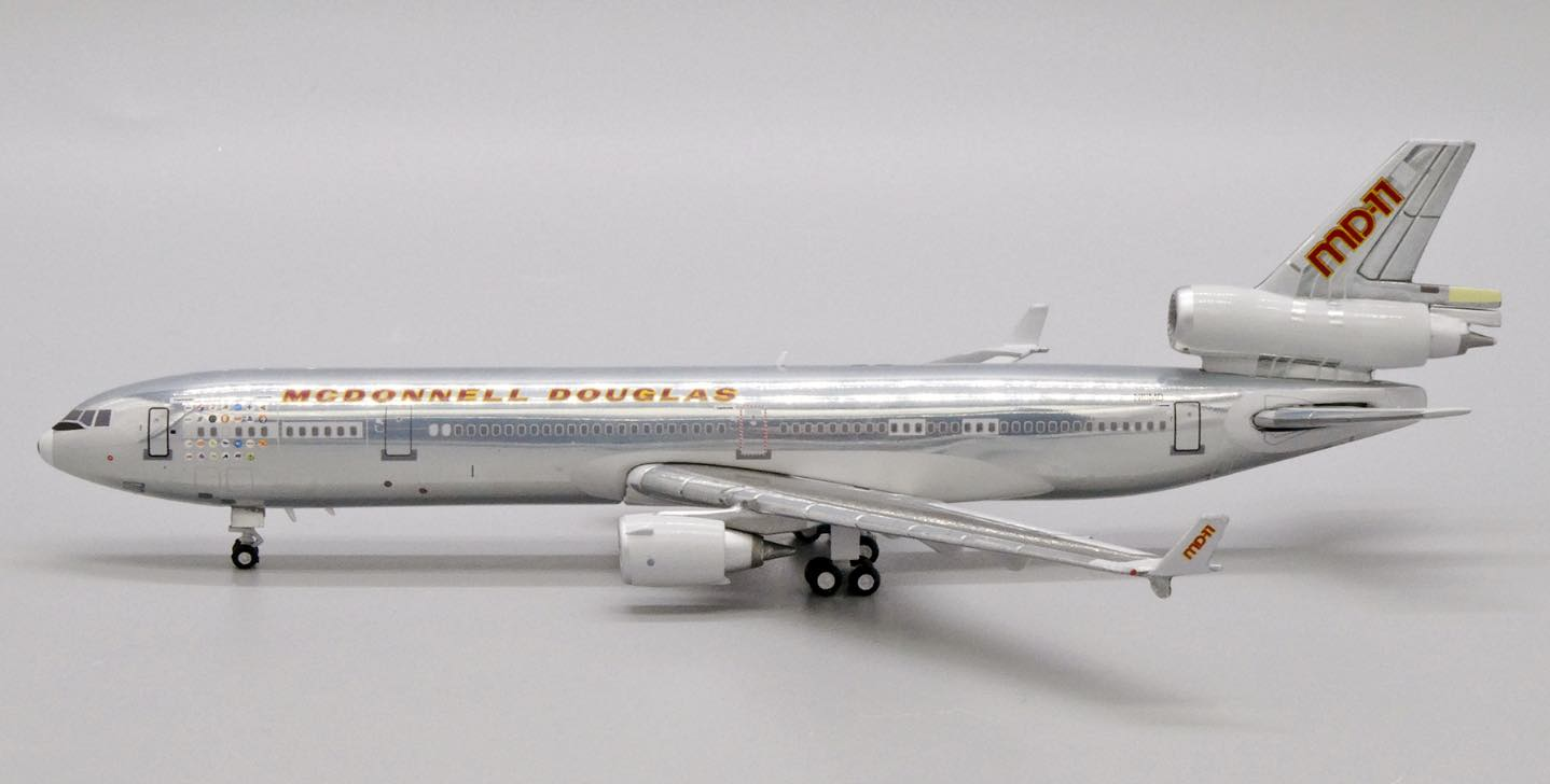McDonnell Douglas Aircraft Company MD-11 N111MD (1:400)
