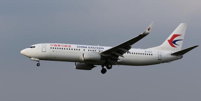 China Eastern Airlines Boeing 737-800 B-1317 With Stand (1:200)