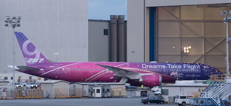 "Boeing 787-9 Dreamliner N1015B ""Dreams Take Flight"" With Stand (1:200)"