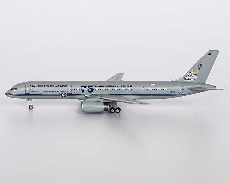 New Zealand Air Force 757-200 NZ7571 75th Anniversary (1:400)
