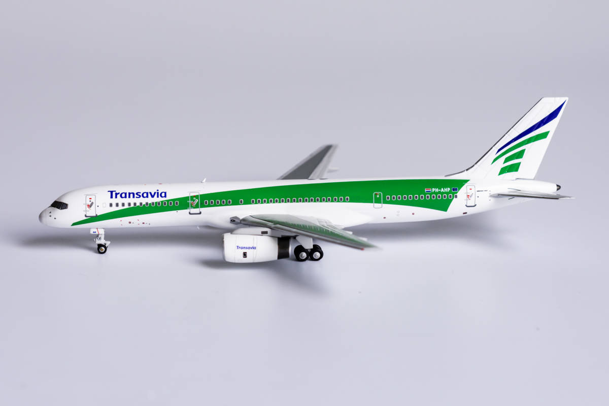 Transavia Airlines 757-200 PH-AHP late 1990's colors (1:400)