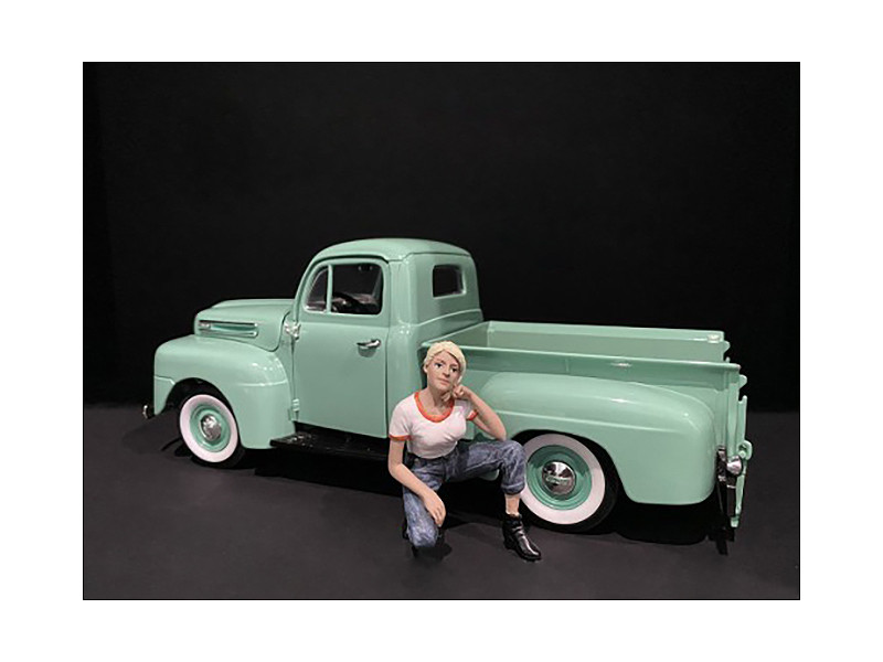 Car Girl in Tee Michelle Figurine for 1/24