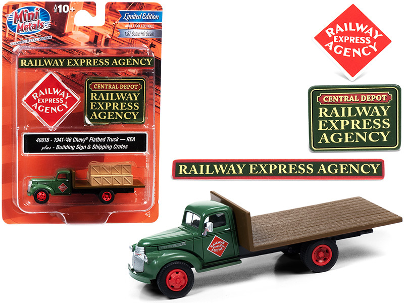 """1941-1946 Chevrolet Flatbed Truck Green with Shipping Crates and Building Signs """"Railway Express Agency"""" 1/87 (HO)"""