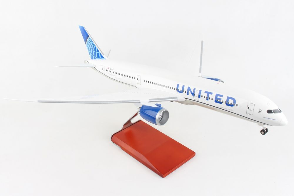 United 787-9 w/Wood Stand & Gear New Livery (1:100)