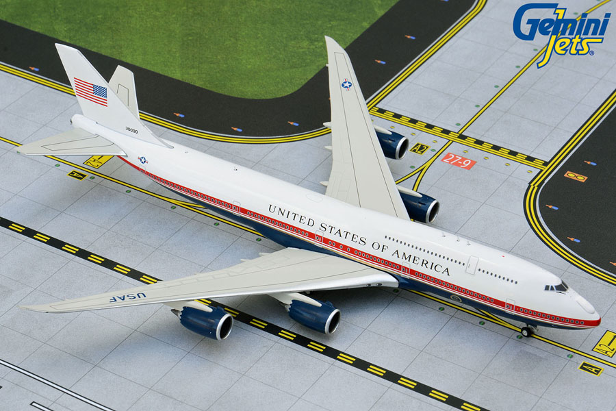 U.S. Air Force One B747-8 30000 new red, white, blue livery (1:400)