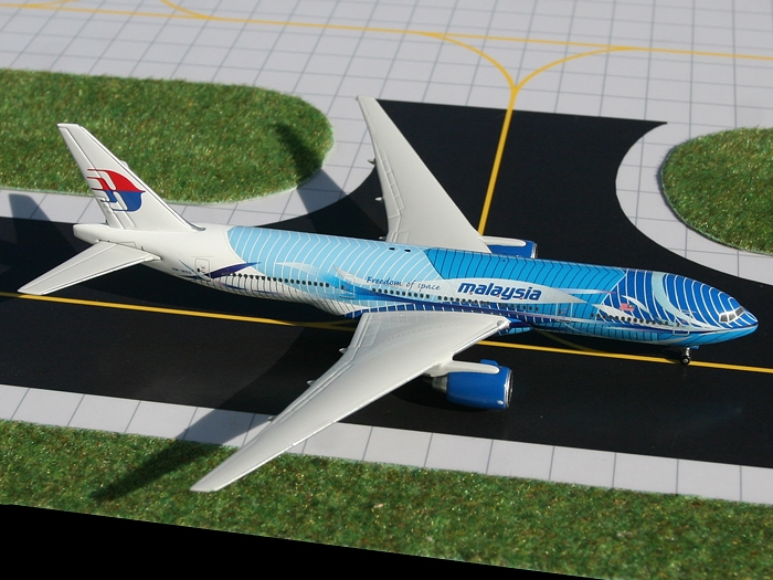"""Malaysia Airlines B777-200ER """"Freedom of Space"""" 9M-MRD (1:400)"""