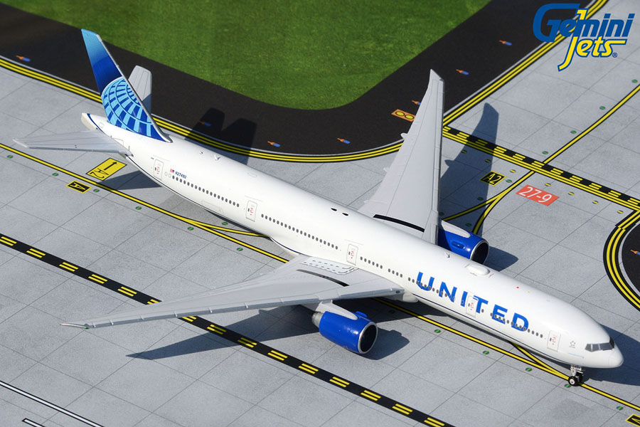 United Airlines B777-300ER N2749U new livery (1:400)