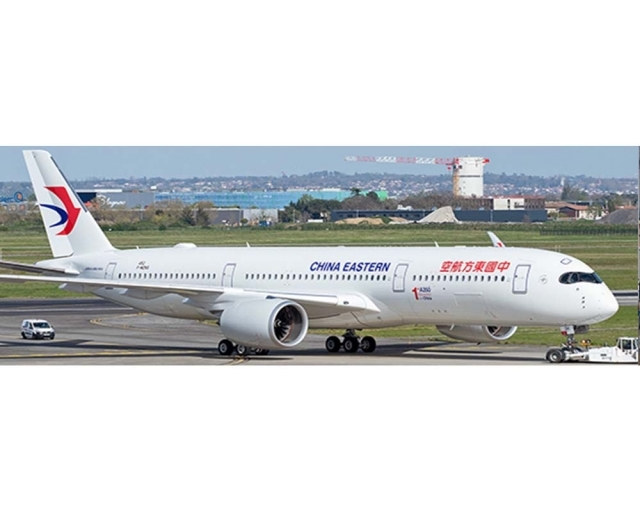 """China Eastern Airlines Airbus A350-900 B-323H """"1st A350 delivered from China"""" (1:400)"""